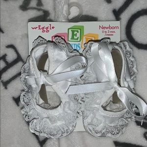 Wiggle white lace slippers